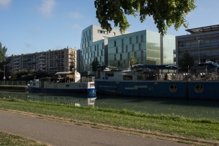 Housing reflects the canal in Reims